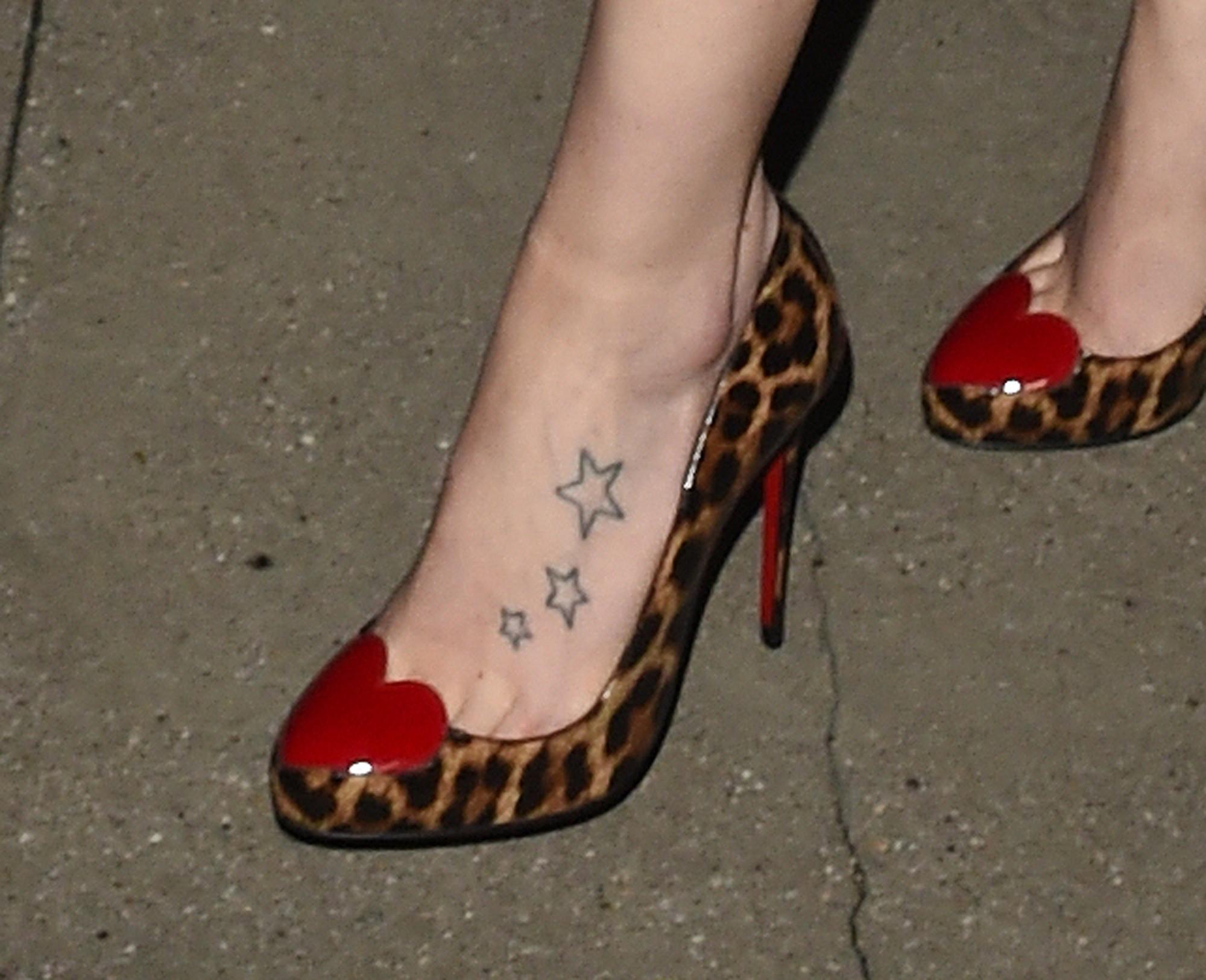 Daisy Tattoos On Foot: Daisy Ridley Has Star Tattoos On Her Left Foot